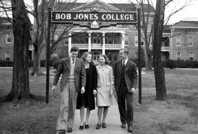 1940circa-cl000198-bjcsign-4students